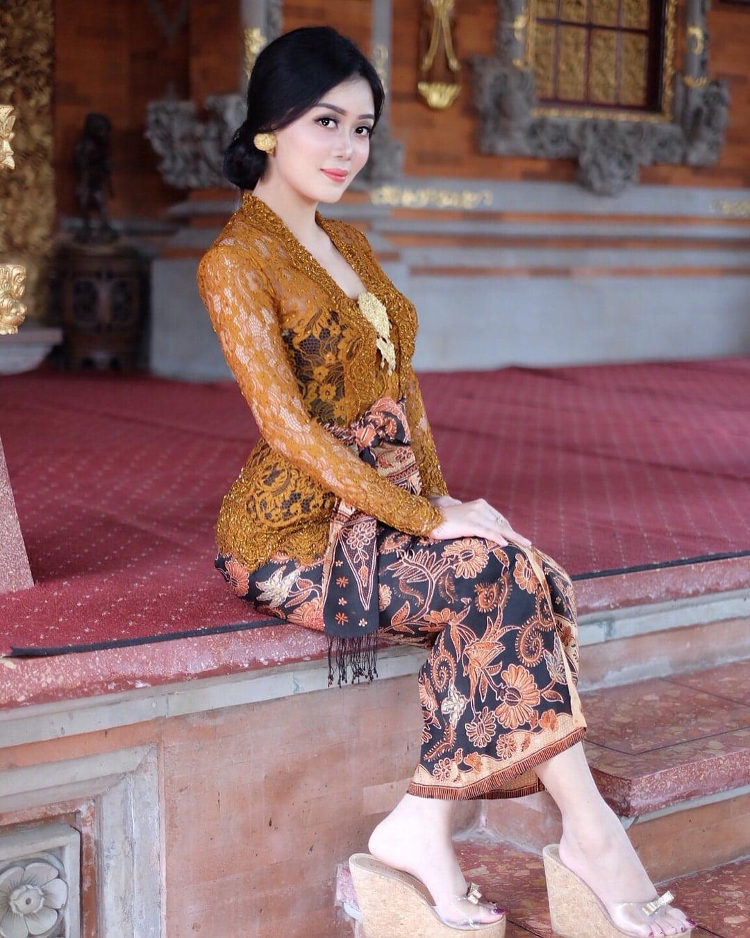Kebaya Bali Model Kutu Baru