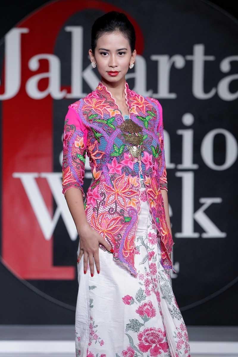 Aneka Model Kebaya Brokat
