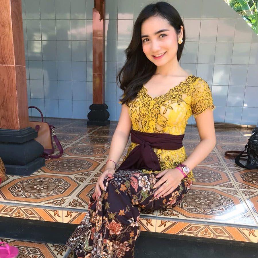 Baju Kebaya Brokat Bali