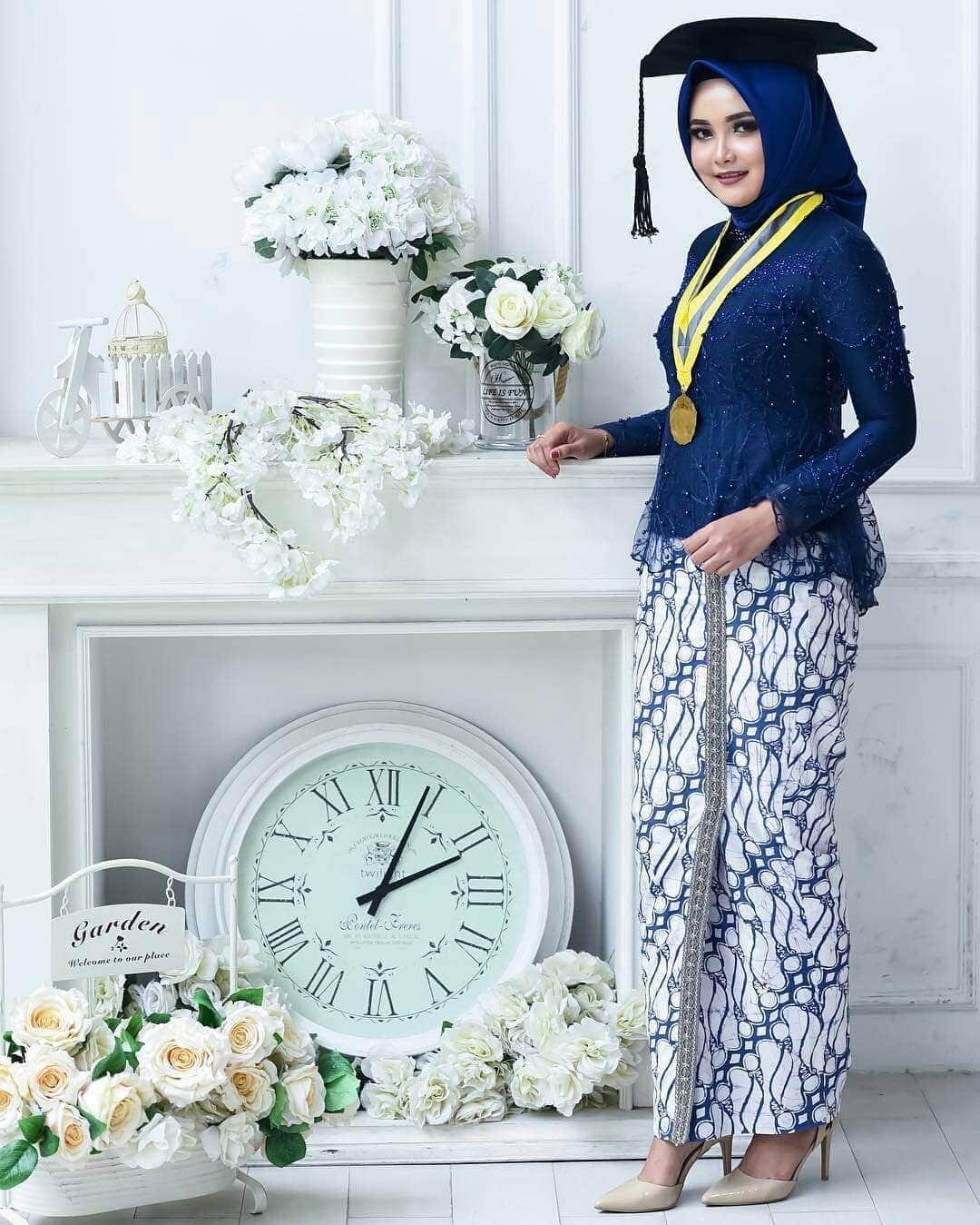 Contoh Baju Kebaya Muslim Wisuda