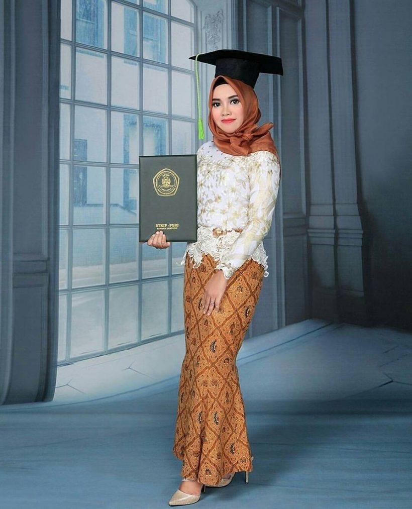 Desain Kebaya Muslim Wisuda