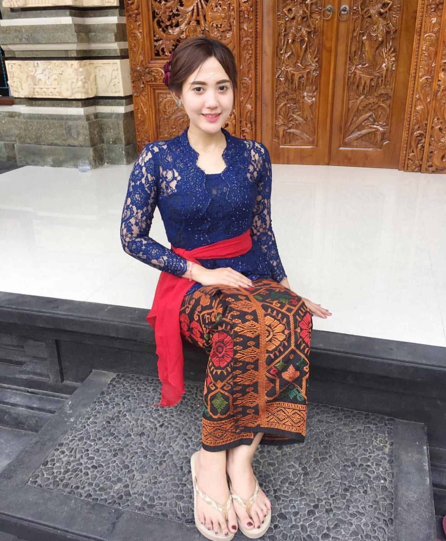 Kebaya Bali Modifikasi Terbaru