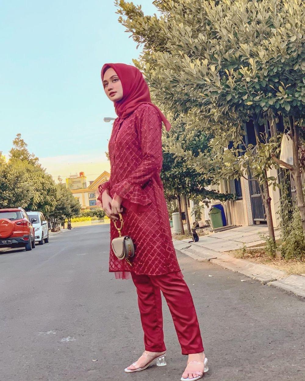 Kebaya Simple Dan Elegan Merah