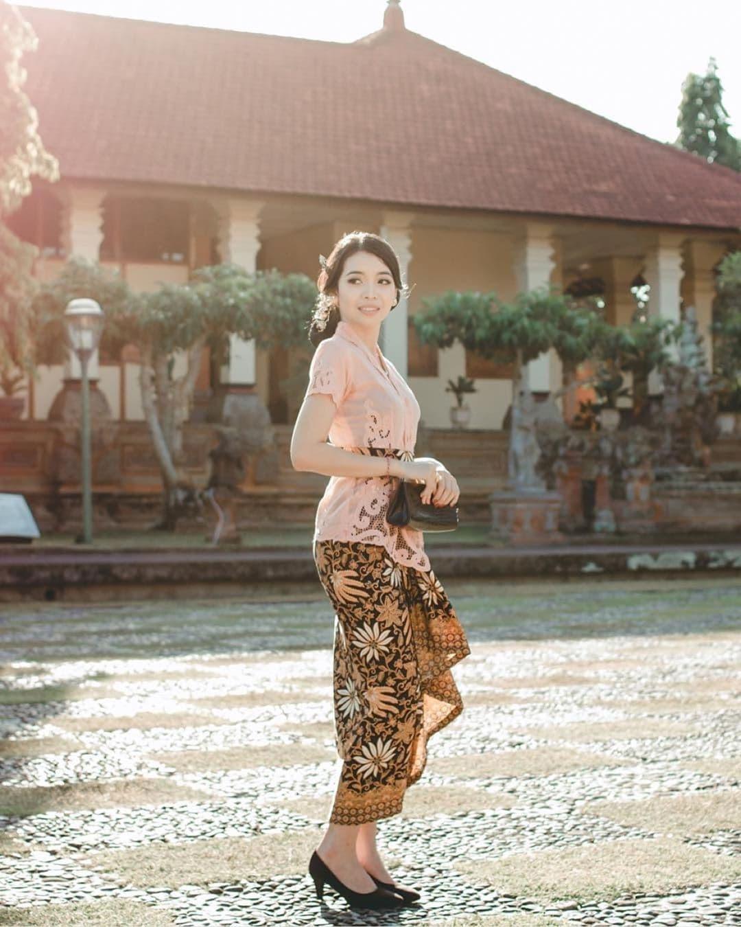 Model Baju Kebaya Bali Modern