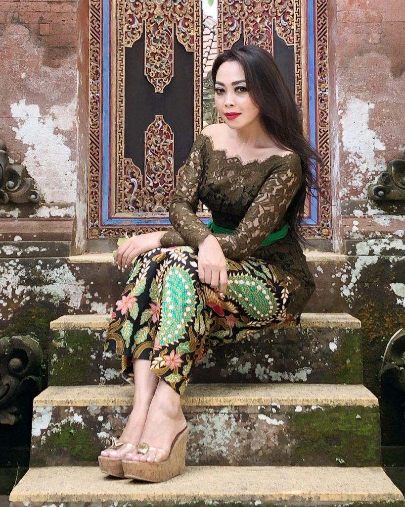 Model Kebaya Bali Hijau Model Bahu Terbuka