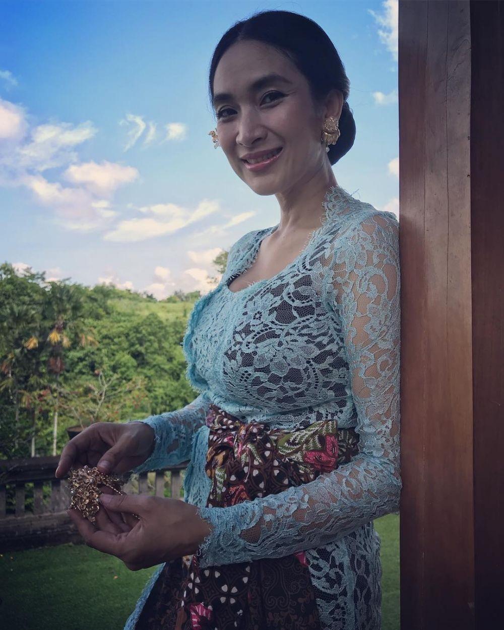 Model Kebaya Bali Kutu Baru Terbaru