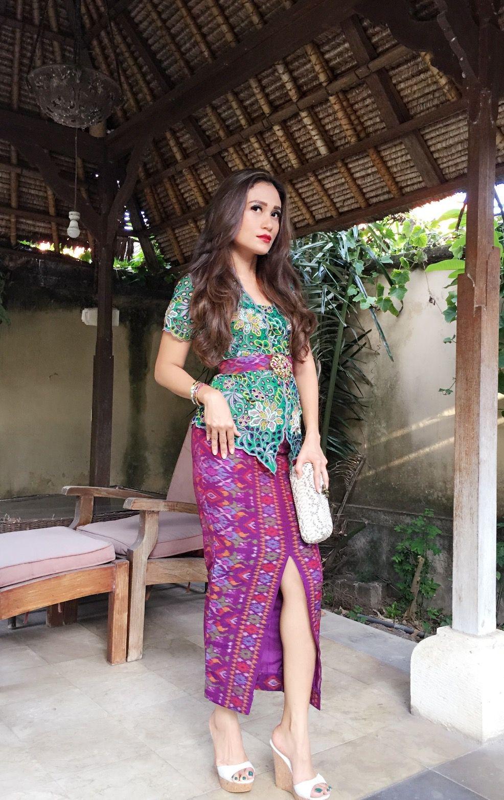 Model Kebaya Bali Lengan Pendek