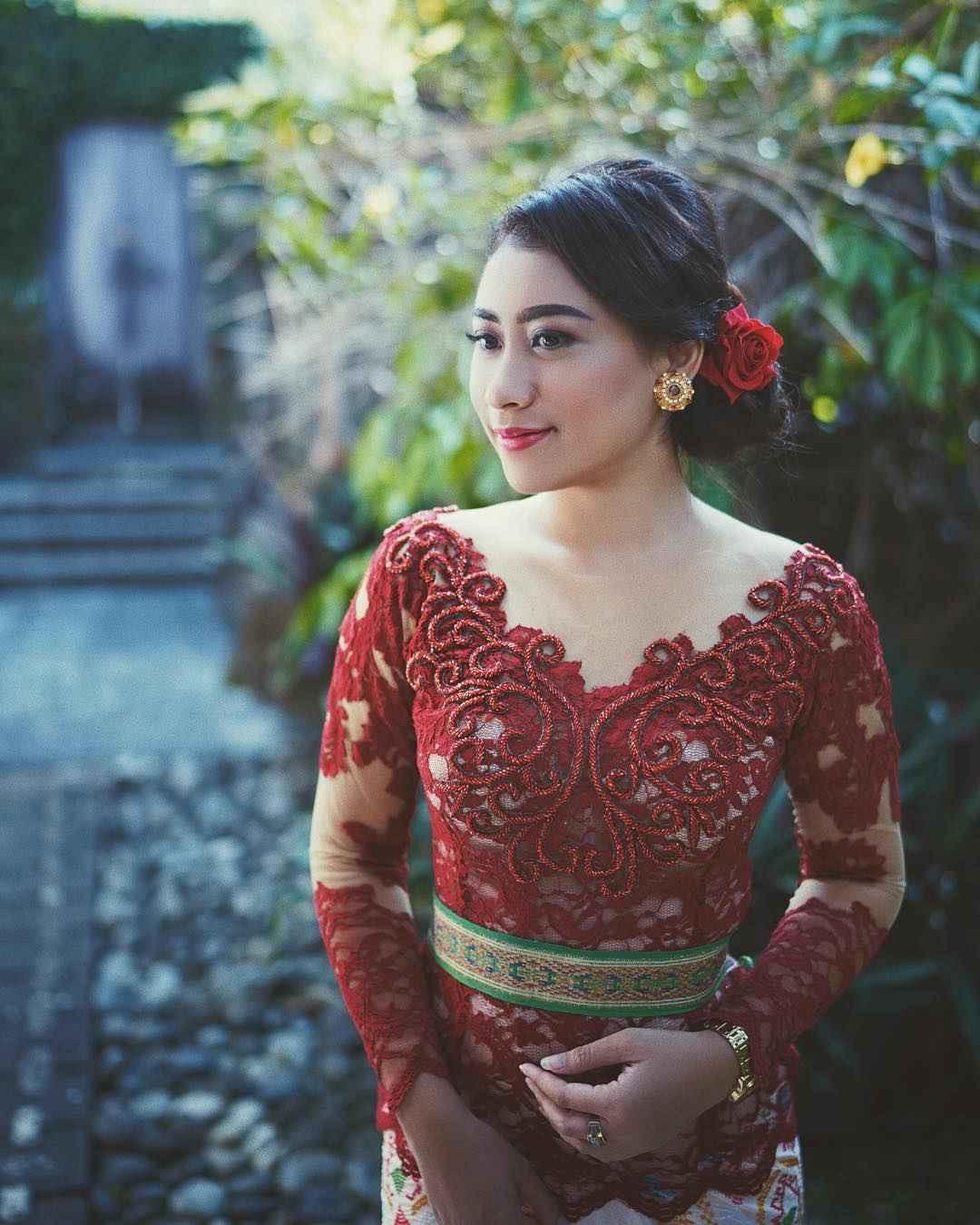 Model Kebaya Bali Modifikasi