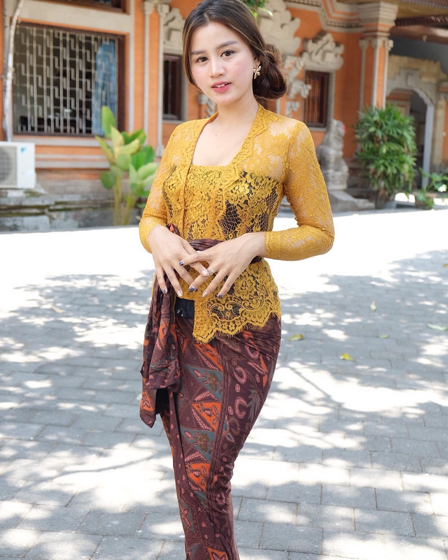 Model Kebaya Bali Terbaru