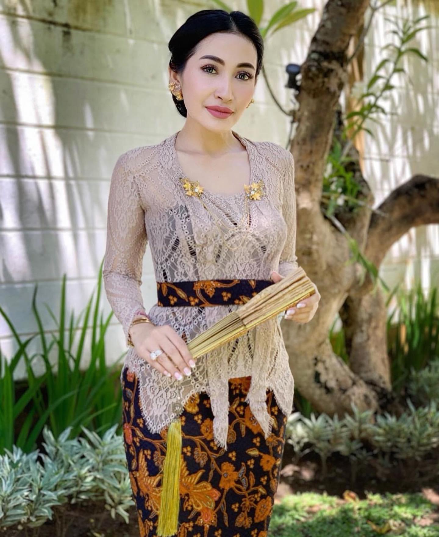 Model Kebaya Bali Untuk Orang Gemuk