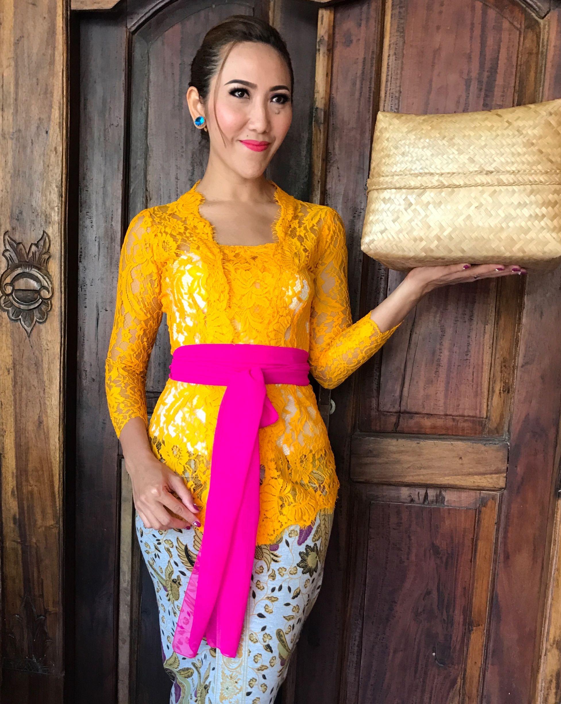 Model Kebaya Brokat Bali
