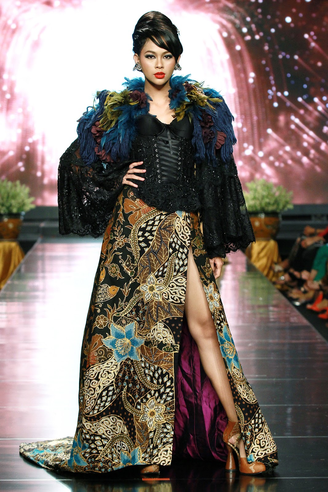 Model Kebaya Brokat Batik