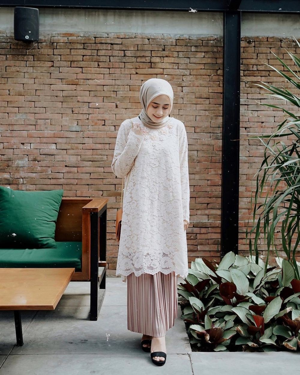 Model Kebaya Brokat Modern Muslim