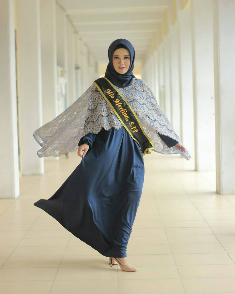 Model Kebaya Brokat Modifikasi