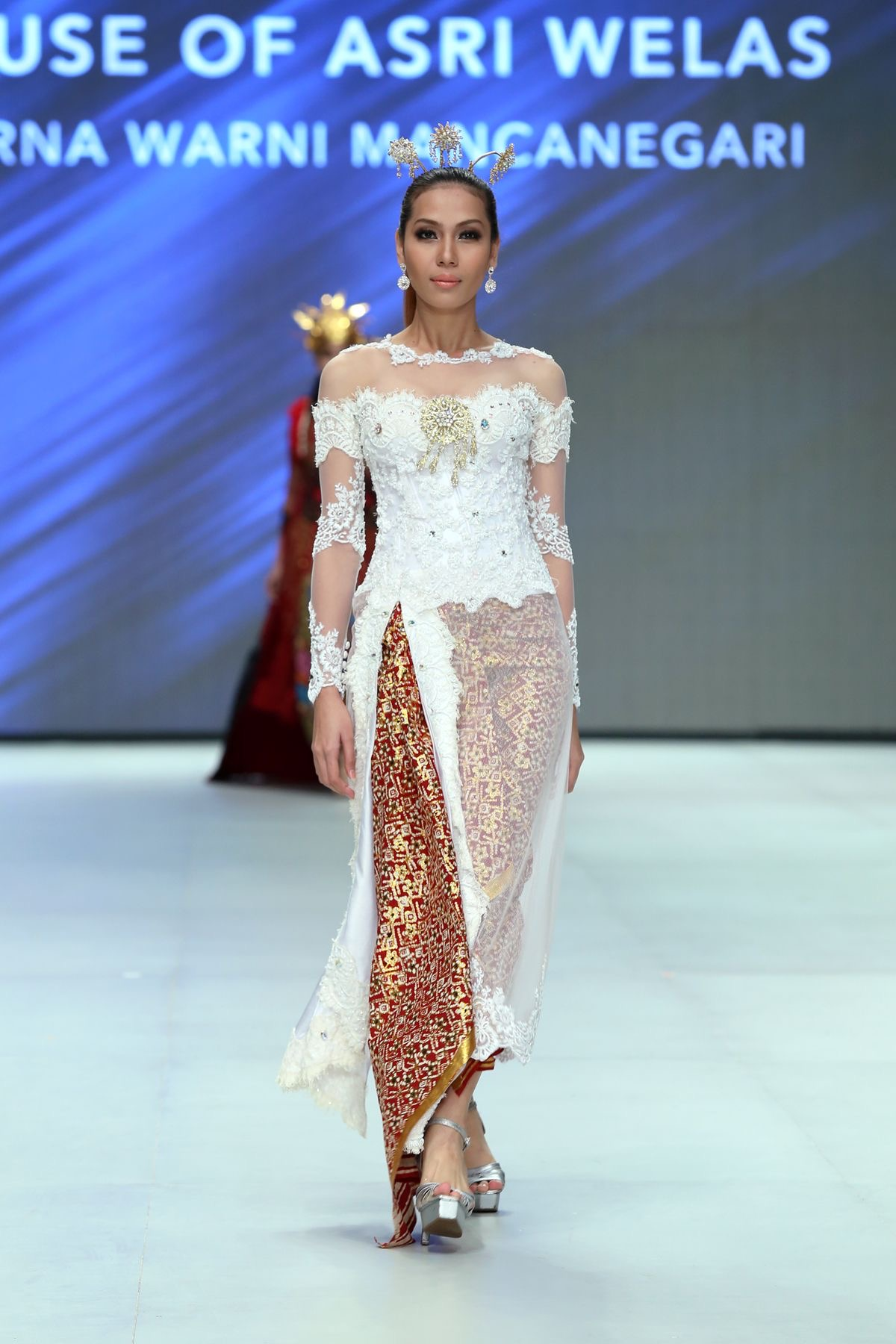 Model Kebaya Brokat Panjang