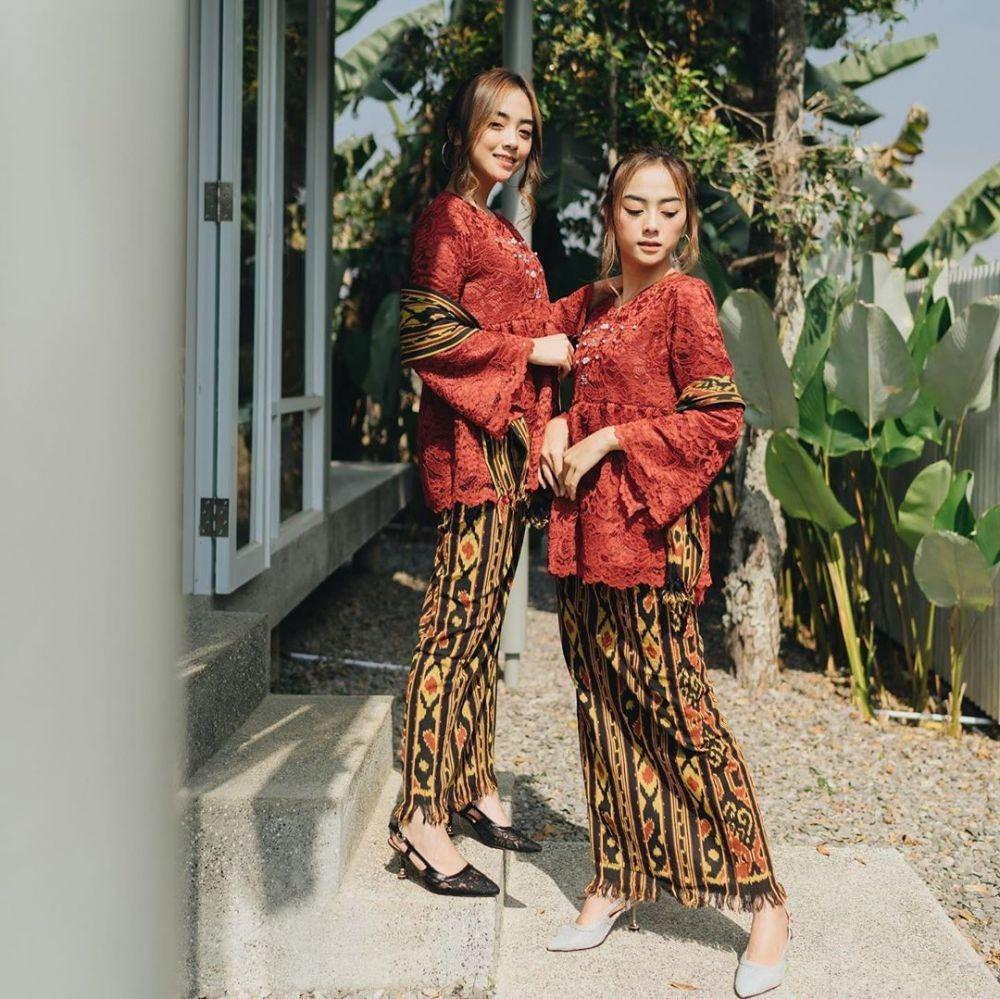 √ 30+ Model Kebaya Merah Maroon Inspirasi Terbaik 2020