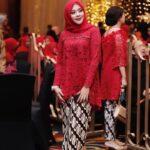 Model Kebaya Muslim Warna Merah