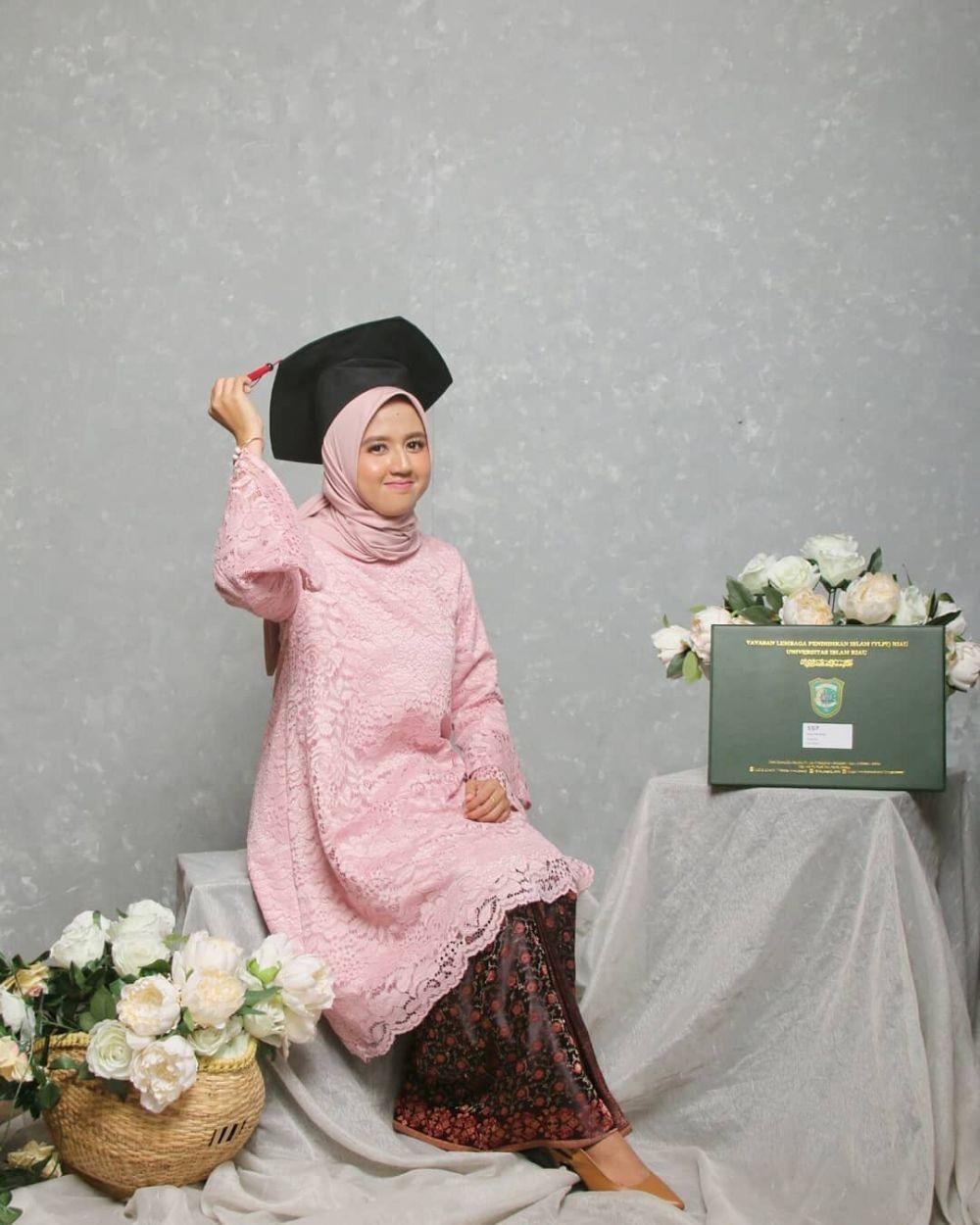 Model Kebaya Muslim Wisuda Syar'i