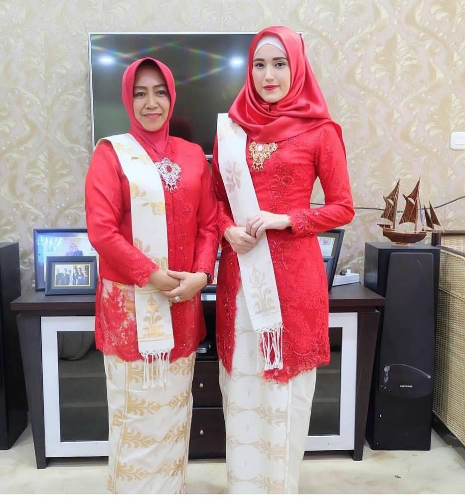 Model Kebaya Warna Merah