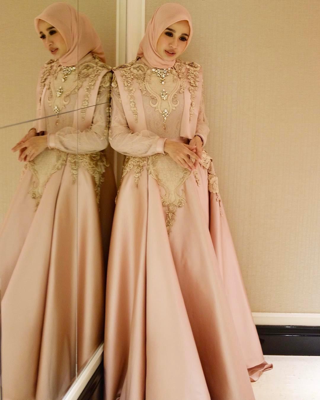 Model kebaya brokat muslim modern