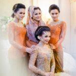 Baju Batik Model Kebaya