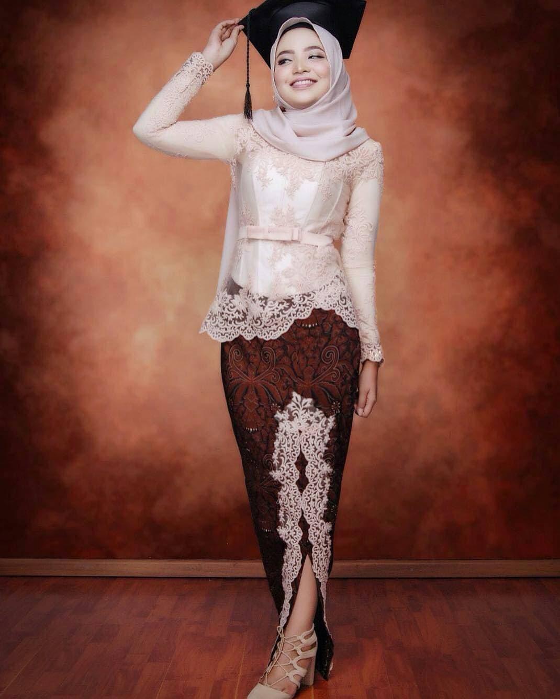 Baju Kebaya Muslim Wisuda
