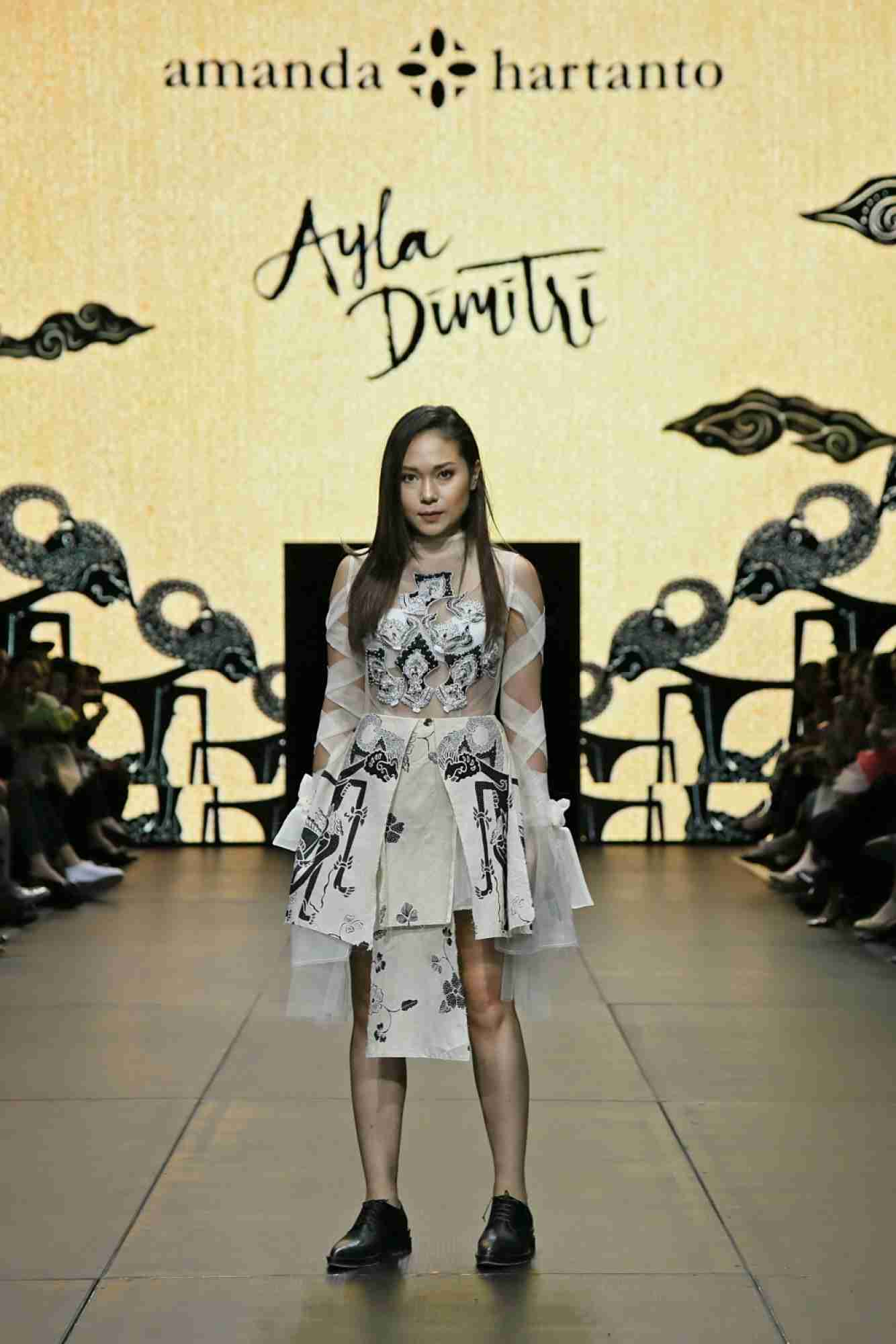 Baju batik kombinasi ala barat