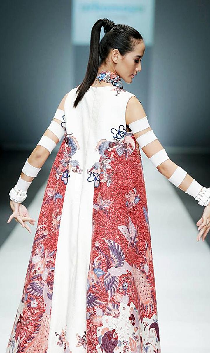 Baju batik kombinasi berukuran panjang