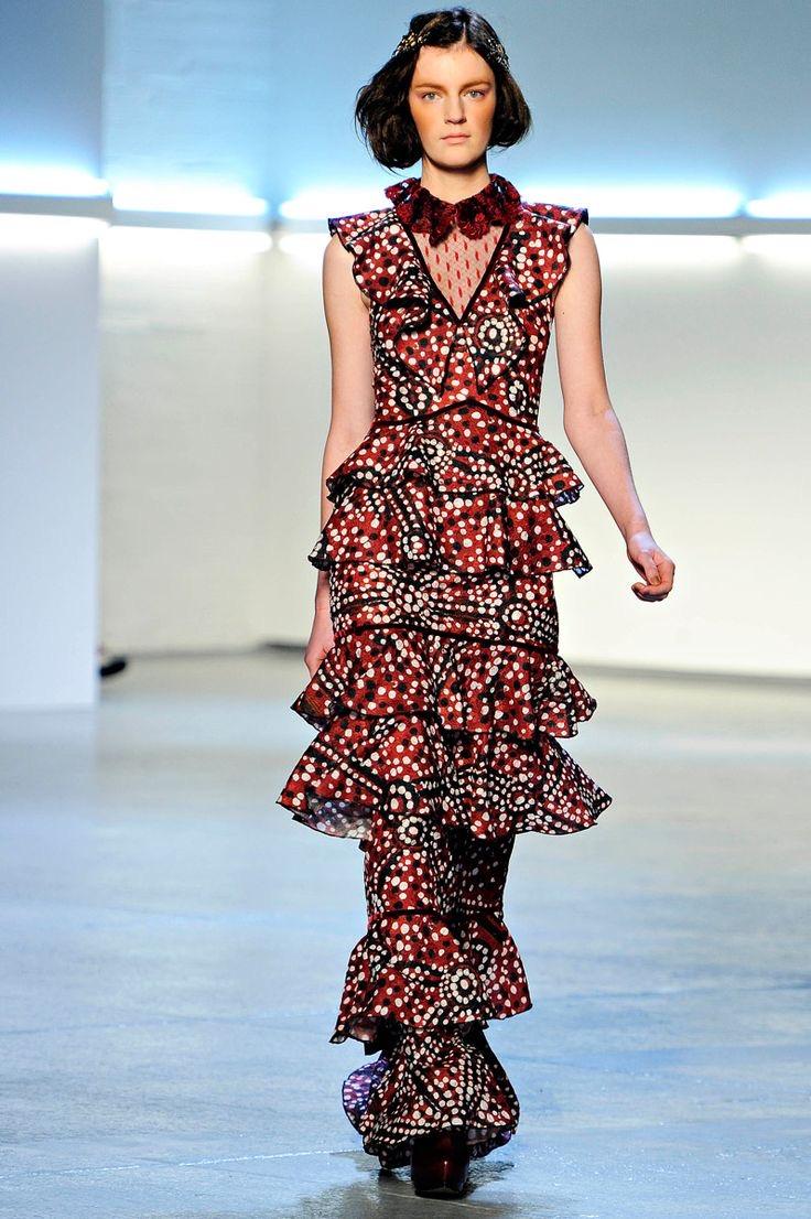 Baju batik modern dengan layer duyung