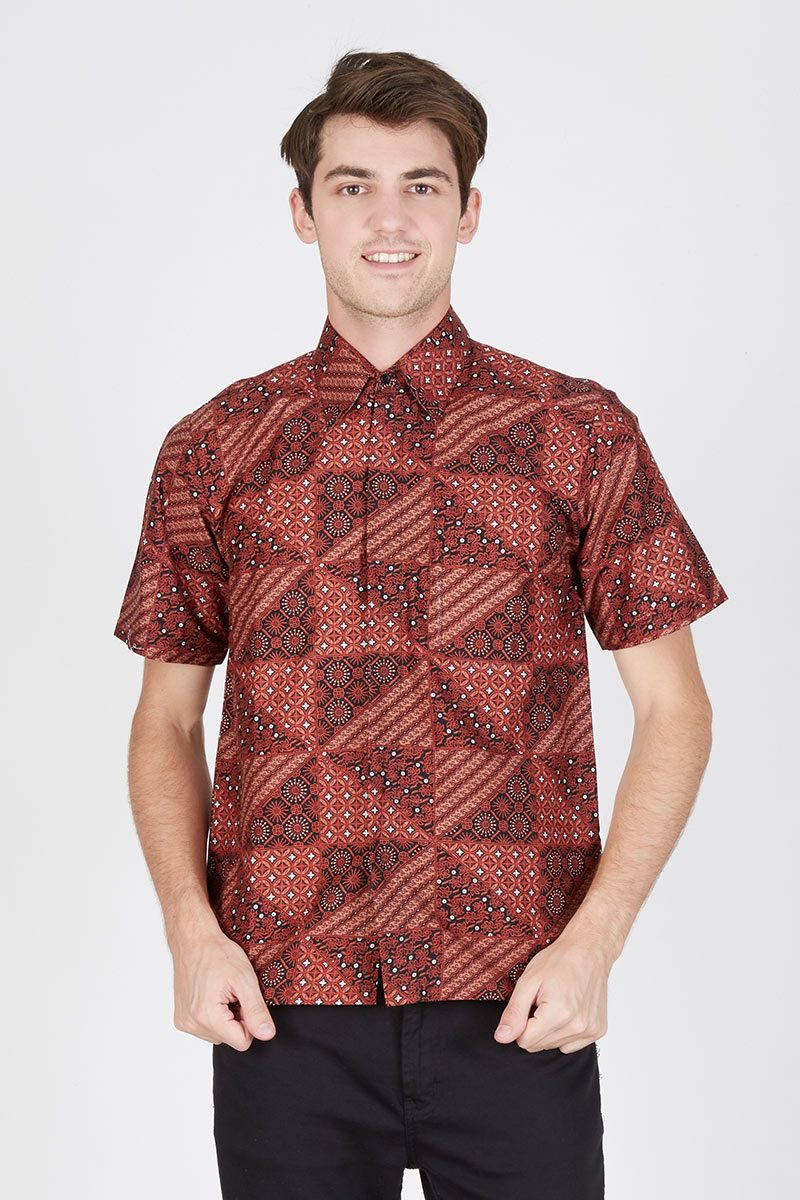 Baju batik pria motif geometri