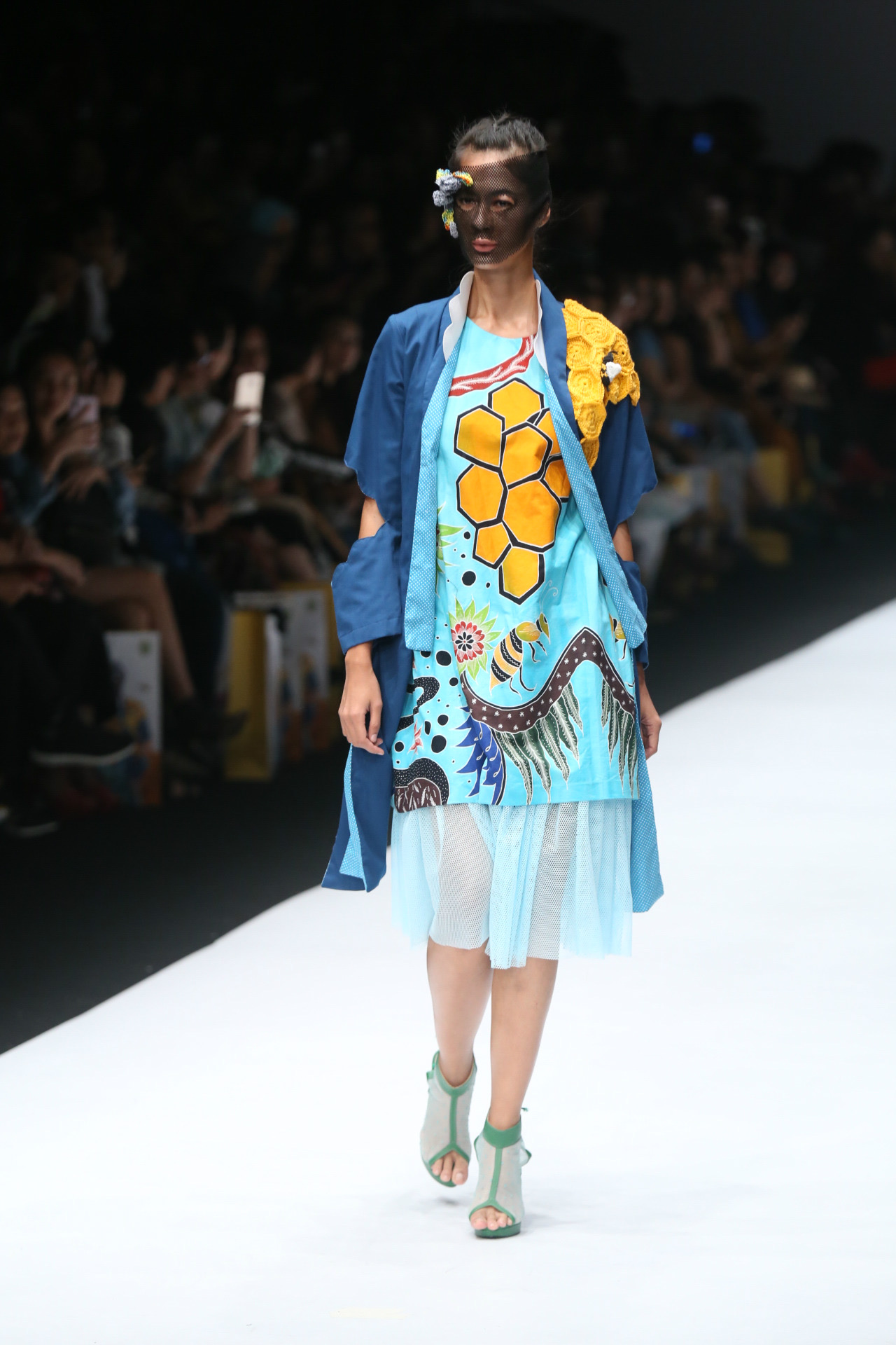 Baju batik warna warni