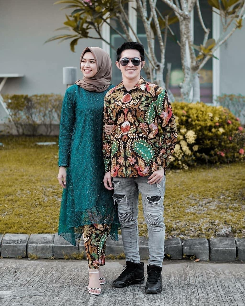 Batik Couple Stylist