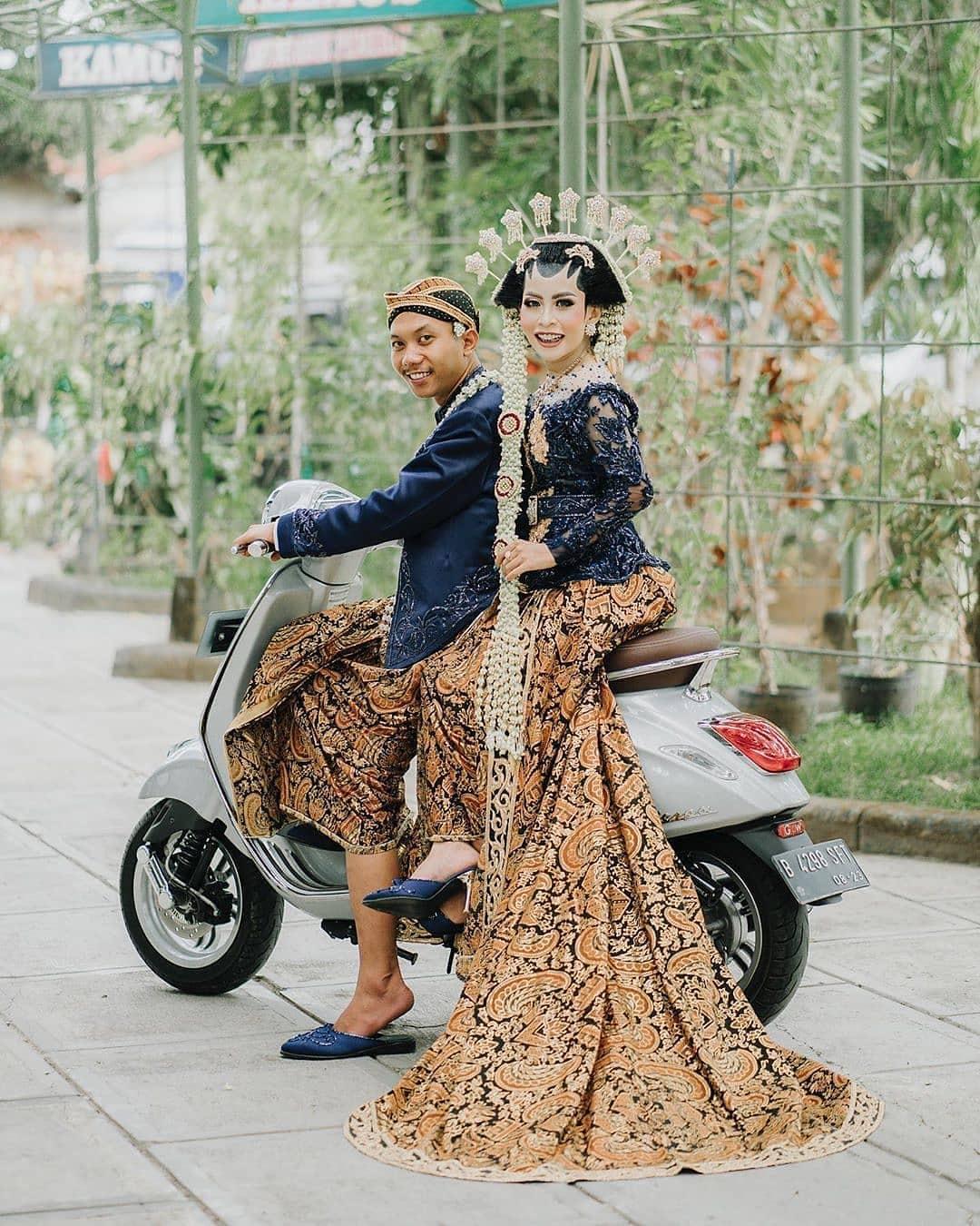 Batik Couple Wedding Adat Jawa
