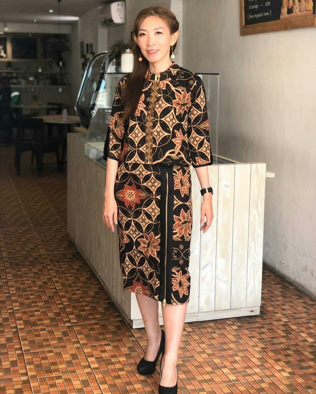 Batik kimono resmi dengan resleting