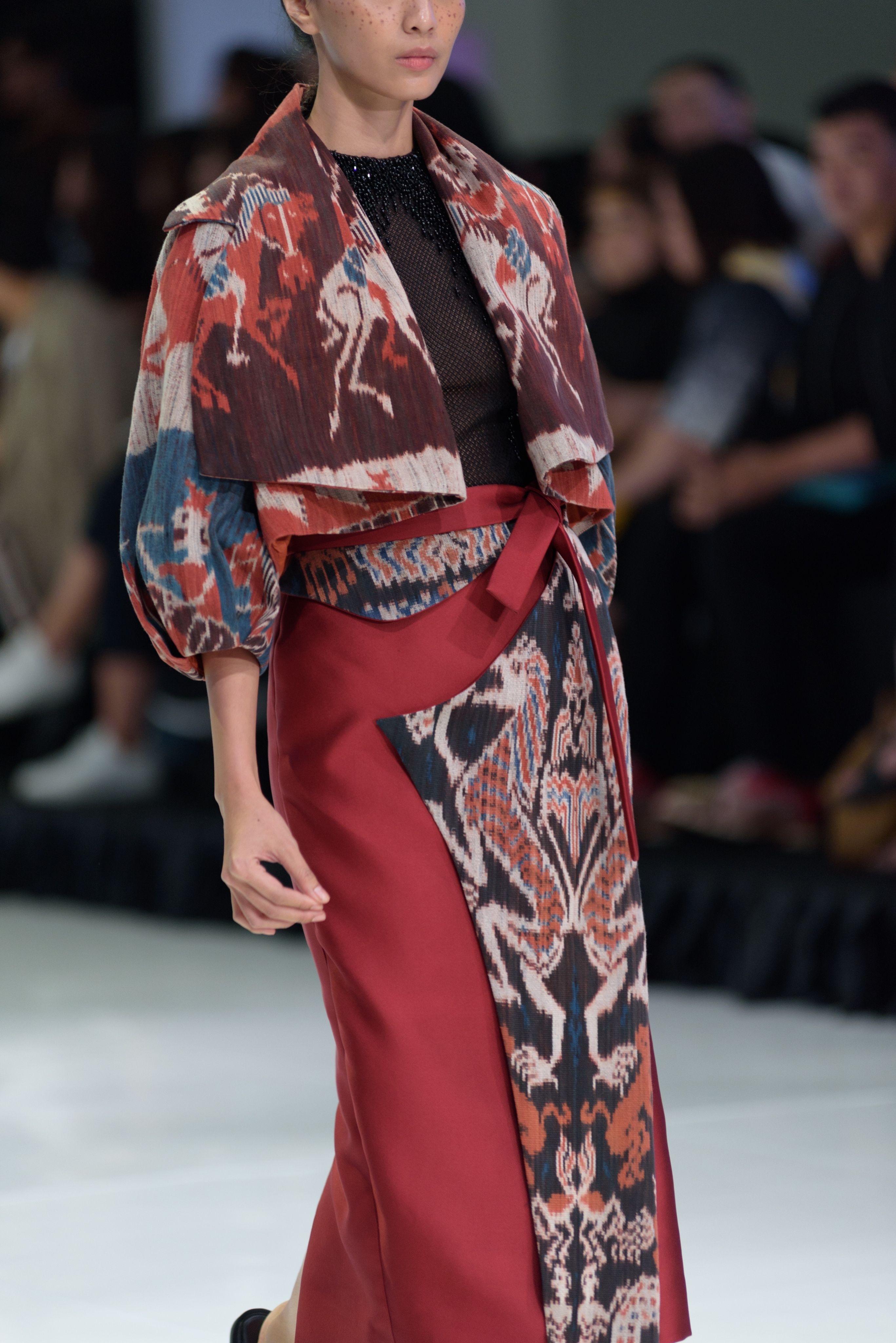 Batik modern model tumpuk