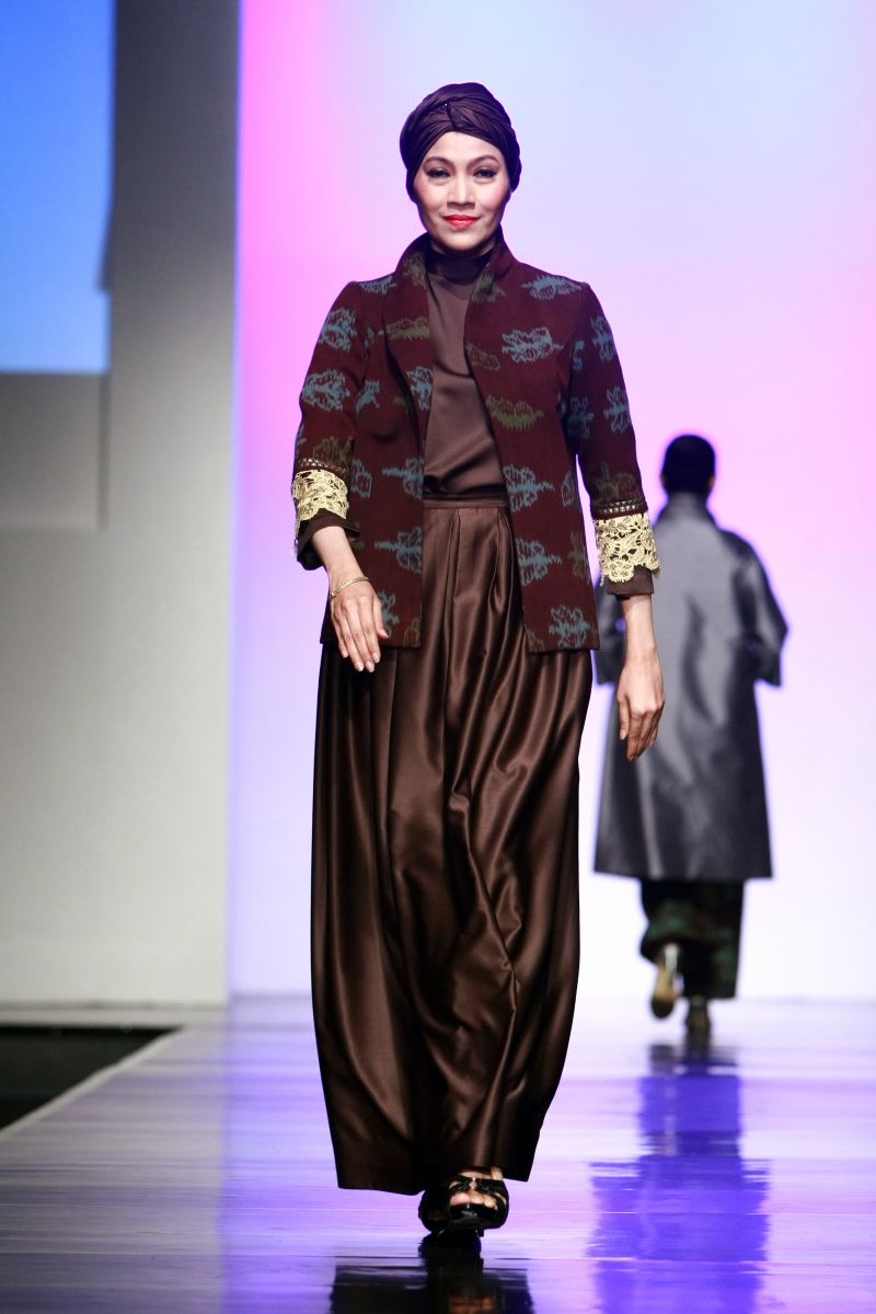 Blazer batik motif buaya