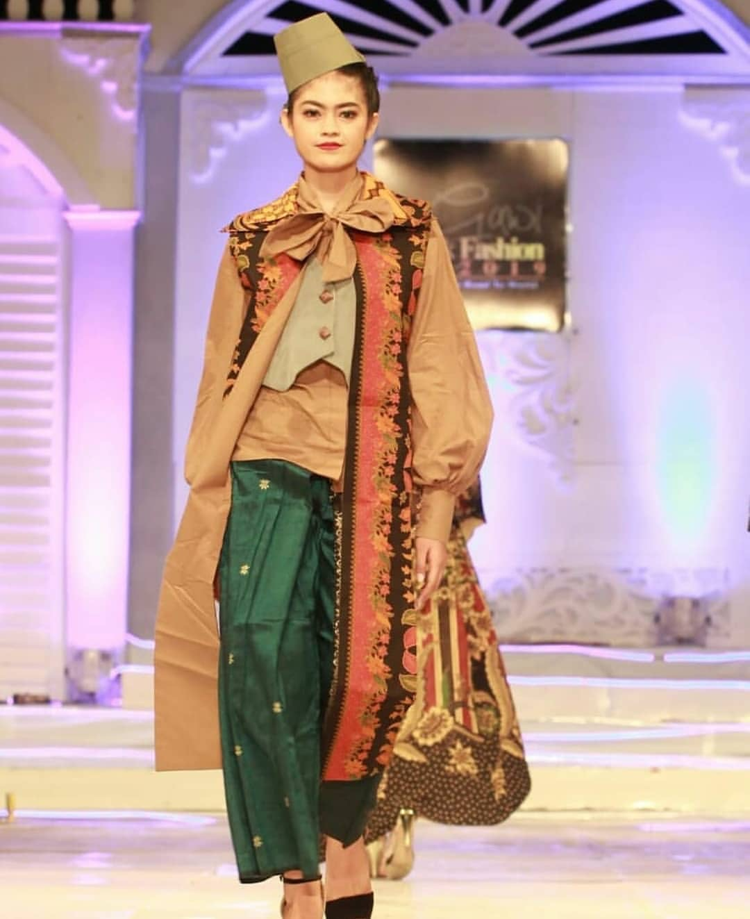 Desain baju batik atasan kombinasi warna