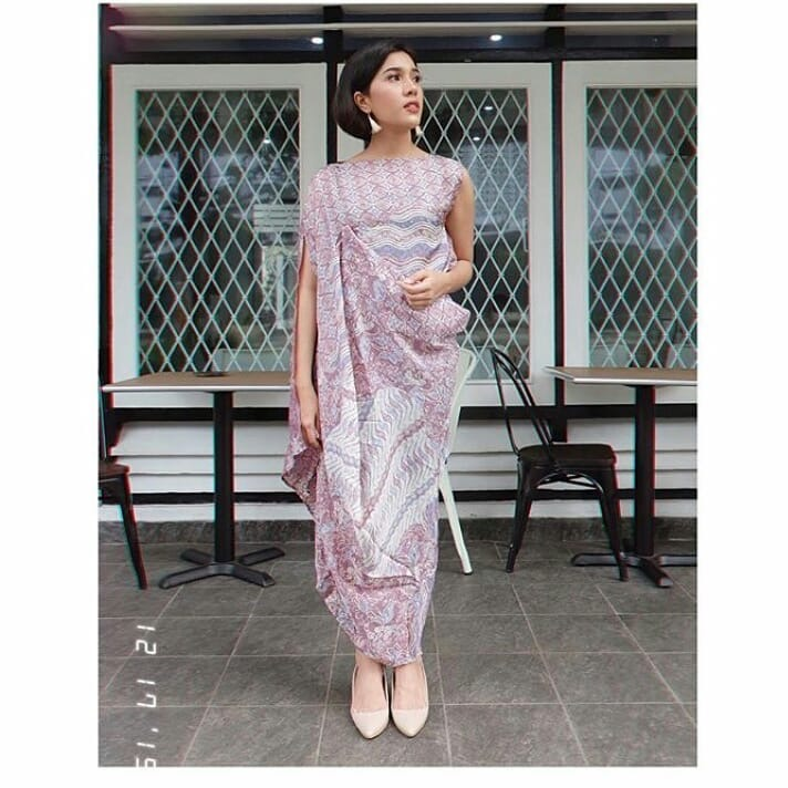 Dress batik dengan kombinasi aneka motif