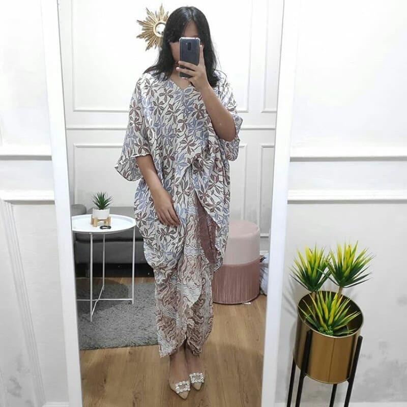 Gamis batik kawung-parang modifikasi