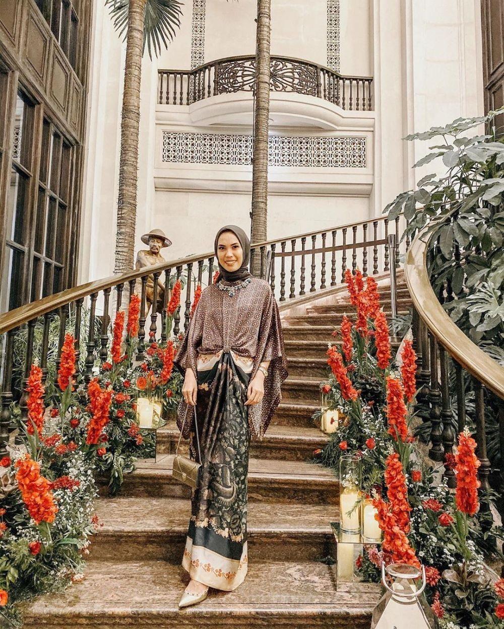 Gamis motif batik kombinasi modern