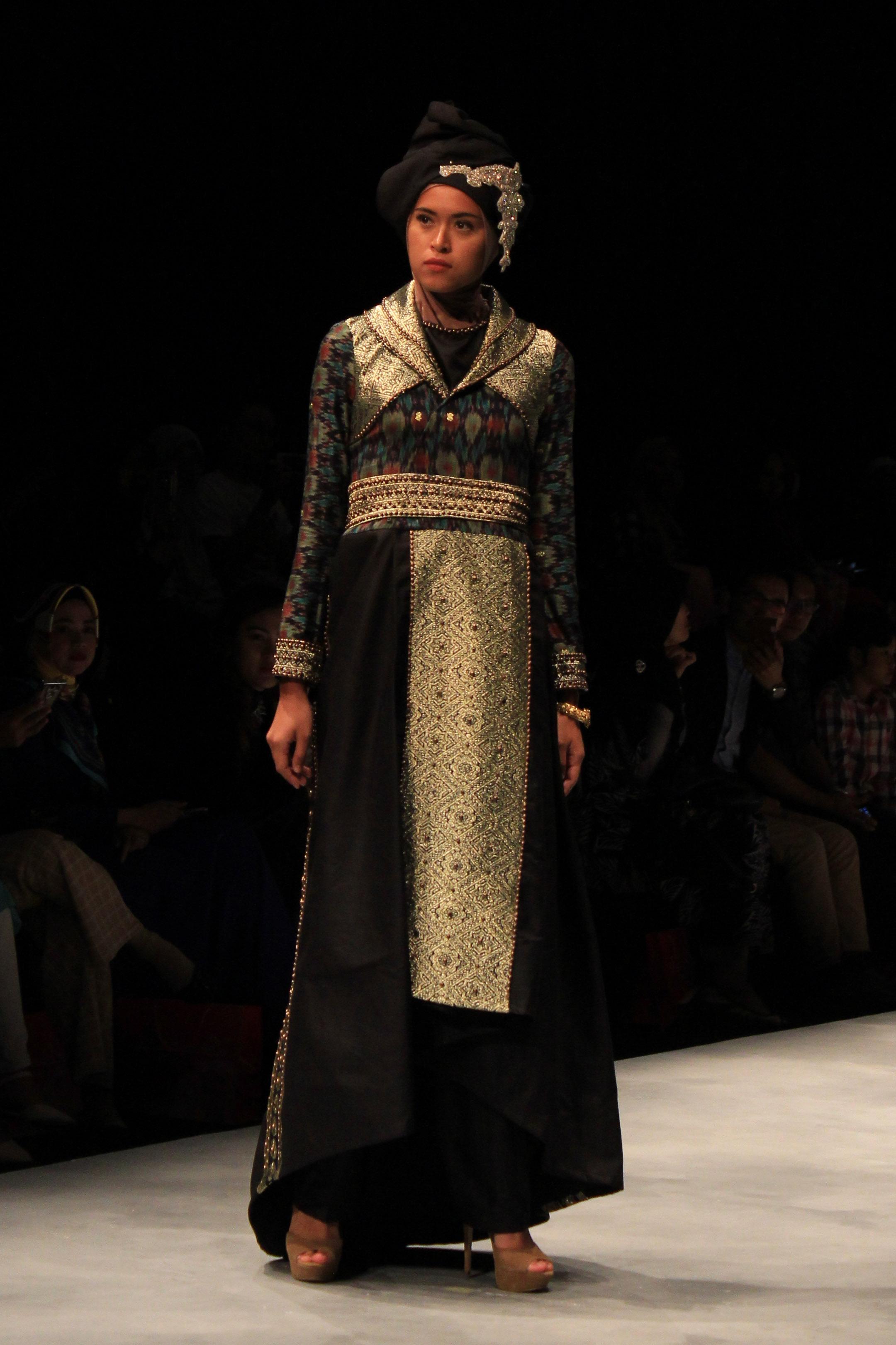 Gamis motif batik printed berbalut perak