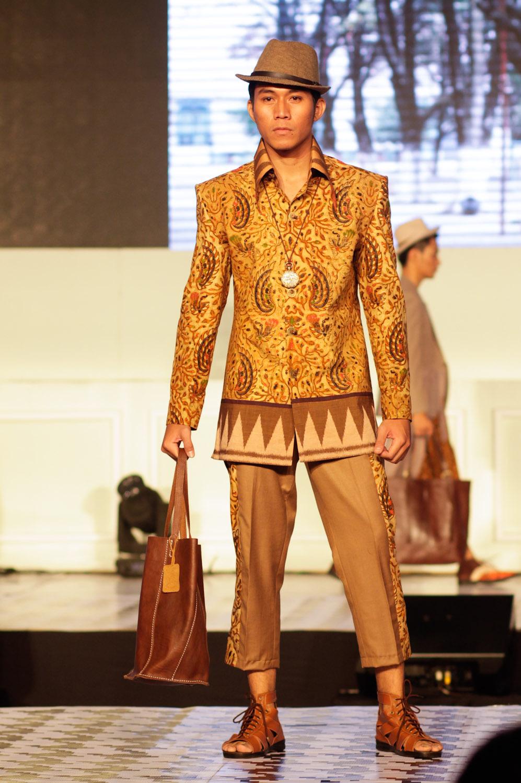 Kemeja batik pria lengan panjang