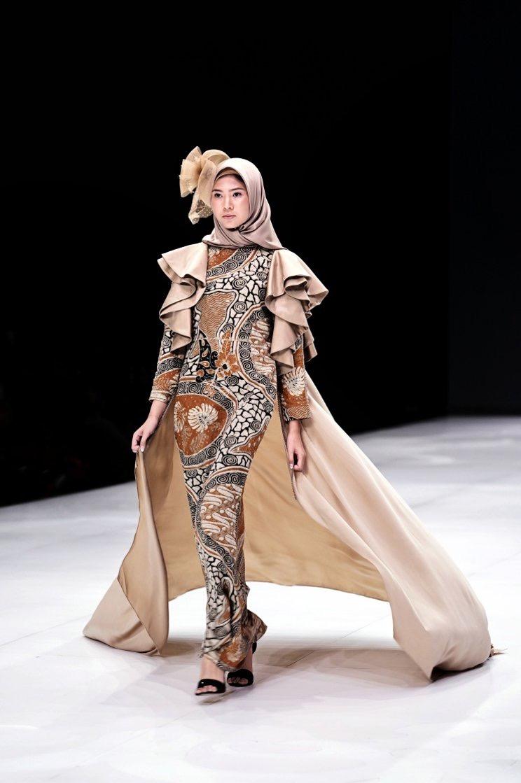 Long-dress batik lengan tumpuk