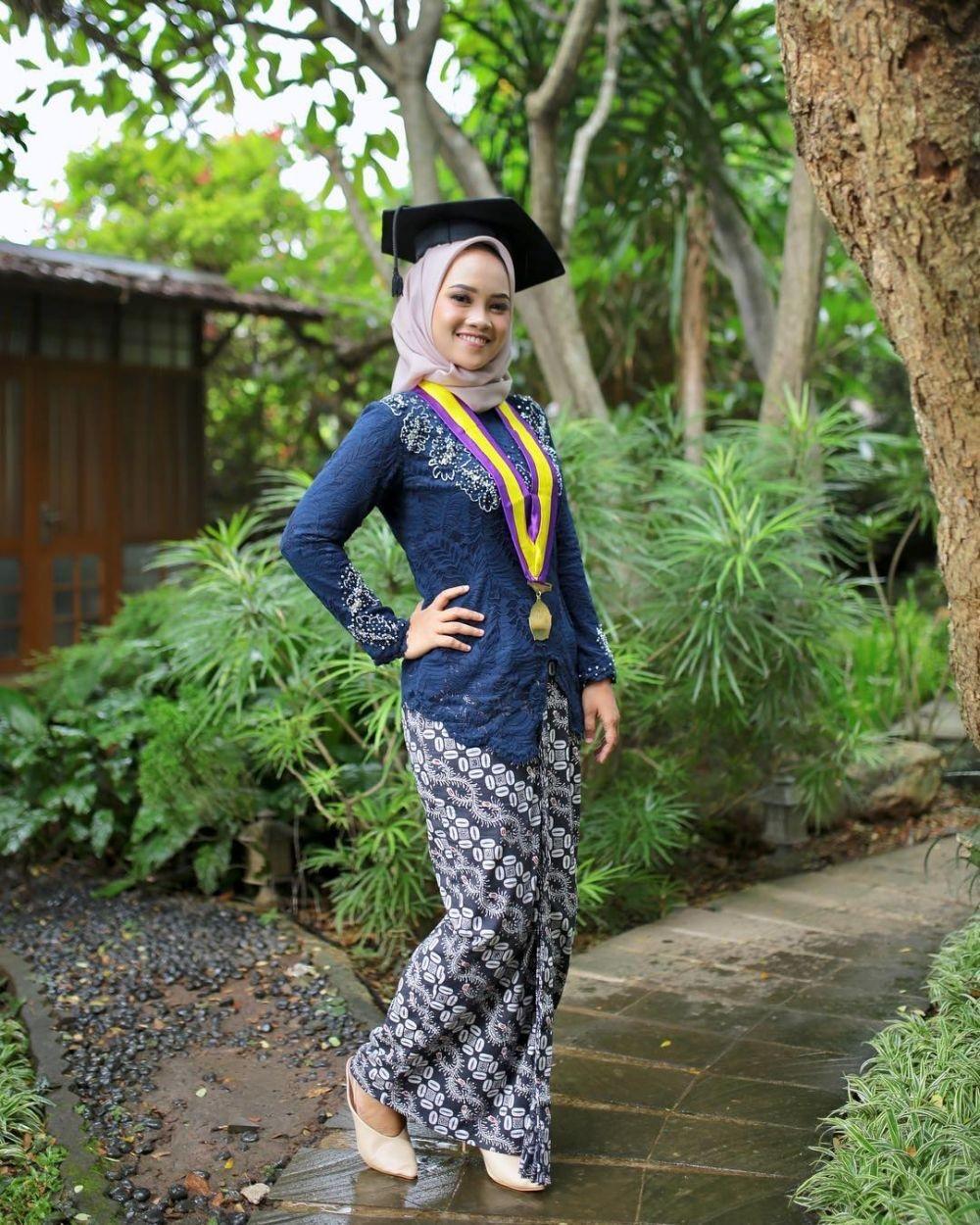 Model Baju Kebaya Muslim Untuk Wisuda