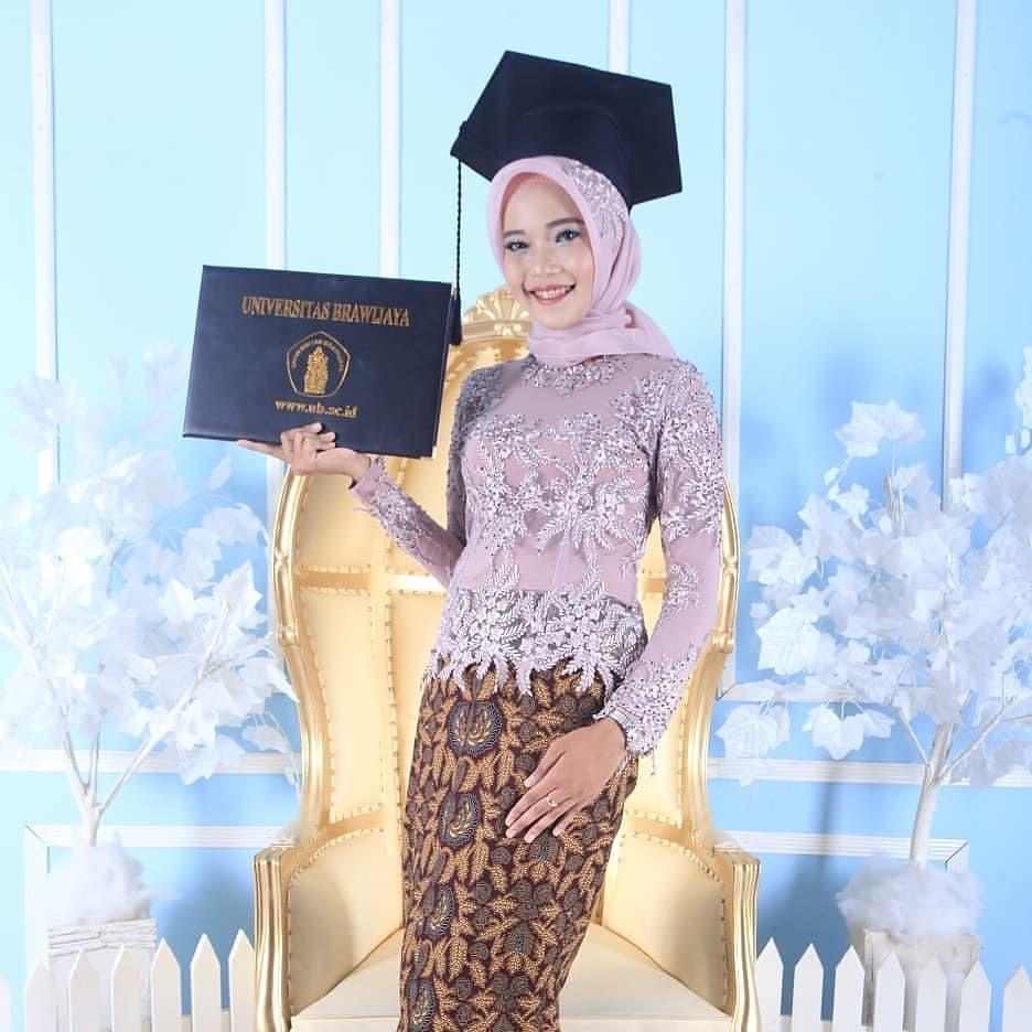 Model Baju Kebaya Wisuda Muslim
