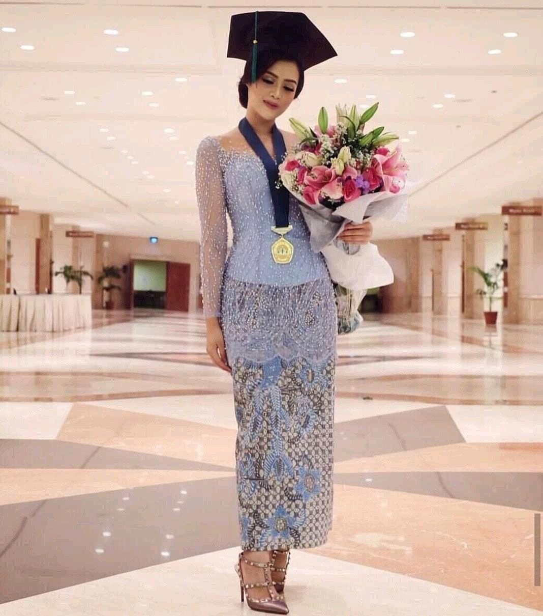 Model Baju Kebaya Wisuda