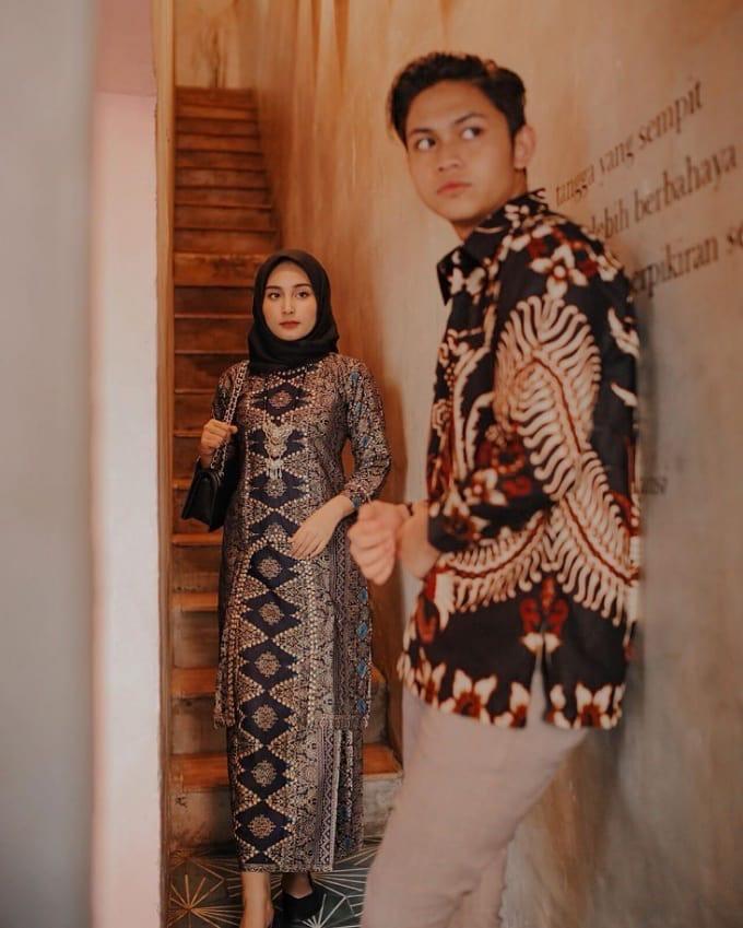 Model Batik Couple Formal