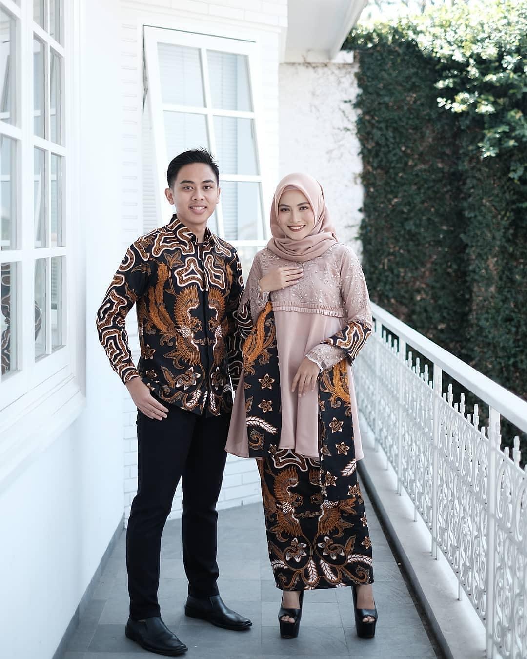 Model Batik Couple Motif Bunga