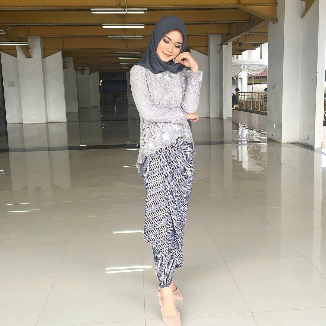 Model Batik Kebaya Modern
