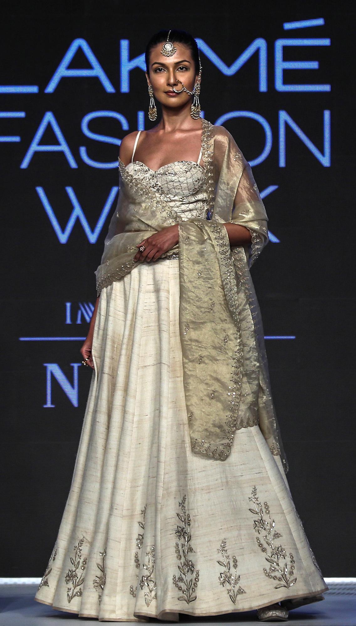 Model Gaun Kebaya Ala India